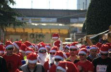 Trčite s kapicom Djeda Mraza na trećem HO HO HO! Runu